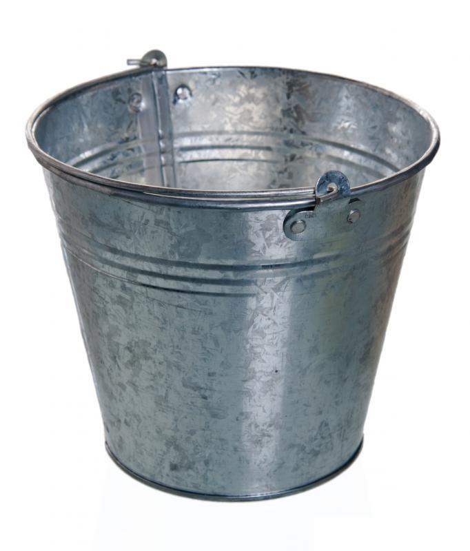 Royal b m mb10p 10 qt galvanized metal bucket pail for Old metal buckets